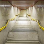 Für 5 Euro! Mann stößt Mädchen (13) Treppe hinunter (Foto)