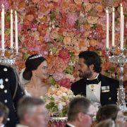 Glücklich vermählt! Sofia und ihr Prinz Carl Philip beim Dinner nach der Trauung.