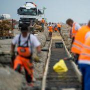 Wowereit: Notbremse beim Hauptstadtflughafen besser früher gezogen (Foto)