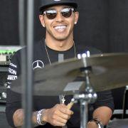 F1-Weltmeister in bester Flirtlaune! Ist etwa eine neue Freundin in Sicht? (Foto)