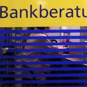 Wie Sie sich gegen Bankgebühren wehren können (Foto)