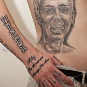 Brite lässt seine 29 Miley-Tattoos entfernen (Foto)
