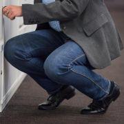 Ärzte: Hocken in engen Jeans kann Nervenschäden auslösen (Foto)