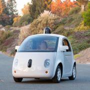 Googles eigene selbstfahrende Autos sind auf der Straße (Foto)
