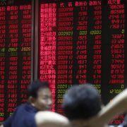 Chinas Börsen rutschen mehr als sieben Prozent in den Keller (Foto)