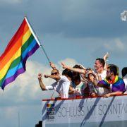 Schwule und Lesben feiern beim CSD in der Hauptstadt (Foto)