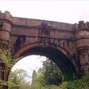 Steinbrücke treibt Hunde in den Suizid (Foto)