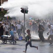 Wasserwerfer und Tränengas gegen Schwulenparade in Istanbul (Foto)