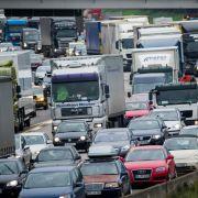 Staugefahr: Hunderte Autobahn-Baustellen in der Ferienzeit (Foto)
