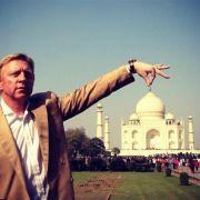 Oder er hebt das Taj Mahal an...