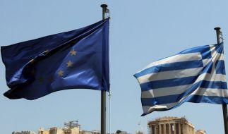 Noch flattern in Athen die griechische und europäische Flagge in Eintracht nebeneinander. (Foto)