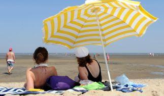 Das schöne Sommerwetter ist nicht für jeden eine Freude - die Hitze birgt auch Gefahren für die Gesundheit. (Foto)