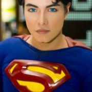 Mann hat 23 Schönheits-OPs, um wie Superheld auszusehen (Foto)