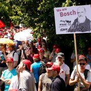 Bosch-Mitarbeiter demonstrieren gegen Trennung von Anlasser-Sparte (Foto)