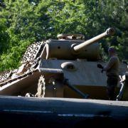Polizei birgt Weltkriegs-Panzer und Torpedos aus Ostsee-Villa (Foto)