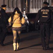 Gang-Peng! Polizei stürmt Sexorgie auf Parkplatz (Foto)