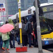 In-den-Bus-Drängler regen Fahrgäste am meisten auf (Foto)