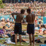 60 Badegäste gehen in Berliner Freibad aufeinander los (Foto)