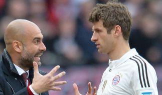 Bayern-Trainer Pep Guardiola und Thomas Müller. (Foto)