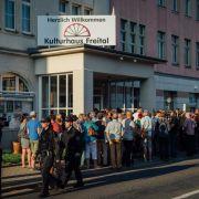 Tumult bei Freitaler Bürgerversammlung zu Asylunterkunft (Foto)