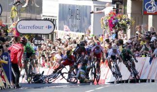 Bei der Tour de France kam es auf der dritten Etappe zu einem schweren Massensturz. (Foto)