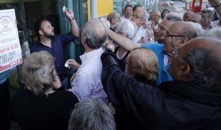Griechische Rentner fürchten um ihre Renten. (Foto)
