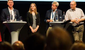 Der Geschäftsführer der Bewerbergesellschaft für Olymische Spiele 2024 in Hamburg, Bernhard Schwank (l-r) sowie die Stadtplaner Svenja Knuffke, Friedbert Greif und Frank Höf. (Foto)