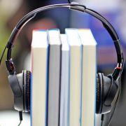 Diese drei Hörbuch-Bestseller kühlen Sie garantiert ab! (Foto)
