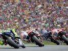 Mit Bildern wie diesen zieht die MotoGP am Sachsenring Jahr um Jahr die Fans in ihren Bann. (Foto)