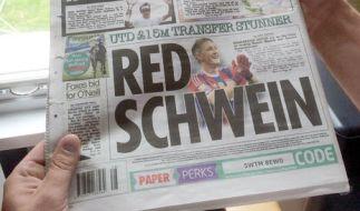 """Im letzten Jahr von der englischen Presse noch als """"dirty Schwein"""" verunglimpft, freuen sich nun alle auf den Wechsel des Weltmeisters. Die Sun taufte Schweinsteiger nun als Red Schwein. (Foto)"""