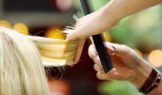 Eigentlich wollte das Mädchen einfach nur blonde Haare haben. (Symbolbild) (Foto)