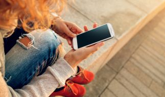 In einem Jahr nahm die Zahl der Handy-süchtigen um 60 Prozent zu. (Foto)