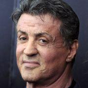 Fataler Schicksalsschlag für Hollywood-Star Sylvester Stallone: Sein Sohn Sage aus erster Ehe mit Sasha Czack starb im Sommer 2012 im Alter von 36 Jahren an einer Herzkrankheit.