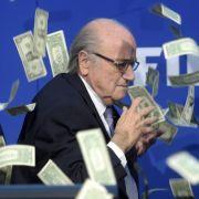Geldschein-Attacke auf Blatter - Nachfolger kommt Ende Februar (Foto)