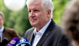 "Bayerns Ministerpräsident Horst Seehofer hat ""rigorose Maßnahmen"" gegen Flüchtlinge angekündigt. Damit erntet er scharfe Kritik. (Foto)"