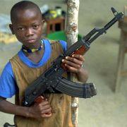 Wie Kindersoldaten das Enthaupten lernen (Foto)