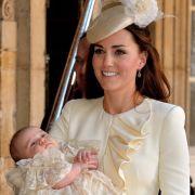 Am 23.10.2013 wurde Prinz George in London getauft. Es war der erste große öffentliche Auftritt nach der Geburt.