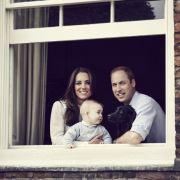 Noch kein Jahr und schon hat der kleine George Foto-Termine wahrzunehmen. Wie hier am 29. März 2014 im Kensington Palace in London.
