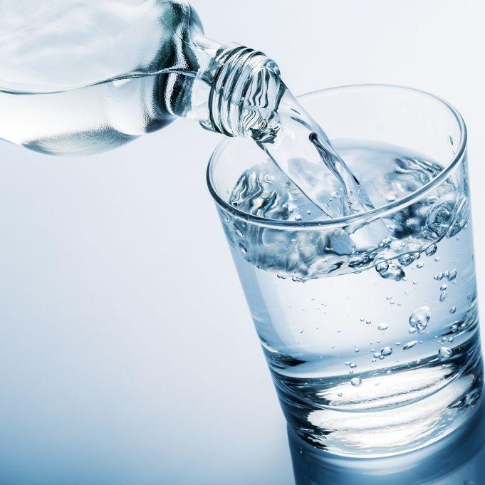 Kann Mineralwasser schlecht werden? (Foto)