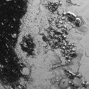 «New Horizons» entdeckt weitere Bergkette auf dem Pluto (Foto)