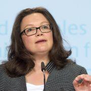Arbeitsministerin Nahles will am Acht-Stunden-Tag festhalten (Foto)