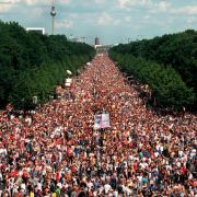 Nach dem Loveparade-Drama: Tausende feiern bei Demo (Foto)