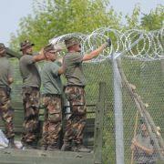 Ungarn beschleunigt Zaunbau an serbischer Grenze (Foto)