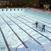 Männer springen in leeres Schwimmbecken - beide tot! (Foto)