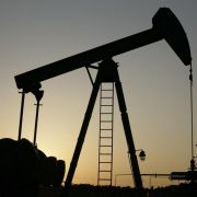 Ölpreisverfall lässt Gewinne von Ölkonzernen sinken (Foto)