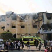 24 Menschen sterben bei Brand in Möbelfabrik im Norden Kairos (Foto)