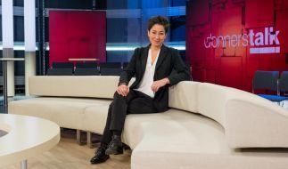 """Dunja Hayali diskutiert mit ihren Gästen beim """"ZDF Donnerstalk"""" brisante Themen. (Foto)"""