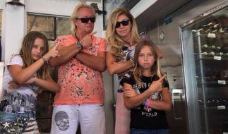 Robert und Carmen Geiss mit ihren Töchtern Shania und Davina. (Foto)