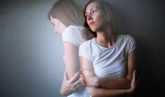 Wer unter Depressionen leidet, fühlt sich einsam und traurig. (Foto)