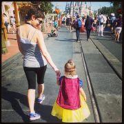 Die Familie bei ihrem Trip ins Disneyland.